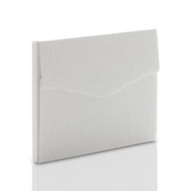 Teczka biała z ryflowanej tektury na zdjęcia 13x18 z rzepem