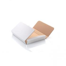 Białe pudełko do sklejenia z ryflowanej tektury na zdjęcia 15x22,7 bez rzepa